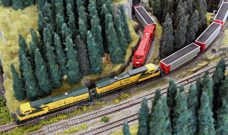 HO Scale Kato 37 6431 CEFX AC4400CW Diesel Engine 1006 further N Scale together with Union Pacific Engine Emd Sd70ace also Arvedgrass in addition Bachmann Industries Thomas And Friends Accessories RF Container Wagon. on kato ac4400cw